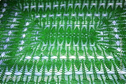 Здравствуйте, мои дорогие! Вот и моя любимая и долгожданная скатерть, как же долго я ее вязала... Но с какой любовью! Наверное потому, что цвет необыкновенный - зеленый, а лучше сказать - изумрудный! Ведь это цвет  весны. Пробуждения. Чистоты.  фото 5