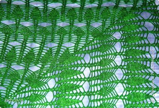 Здравствуйте, мои дорогие! Вот и моя любимая и долгожданная скатерть, как же долго я ее вязала... Но с какой любовью! Наверное потому, что цвет необыкновенный - зеленый, а лучше сказать - изумрудный! Ведь это цвет  весны. Пробуждения. Чистоты.  фото 7