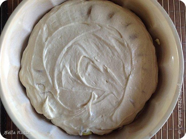 Здравствуйте, дорогие соседи!  Давно не угощала вас чем-нибудь вкусненьким. Исправляюсь.   Сегодня в меню ароматнейший и нежнейший пирог с грушами. Равно хорош этот пирог с персиками. В приготовлении очень прост и всегда удачен! фото 13