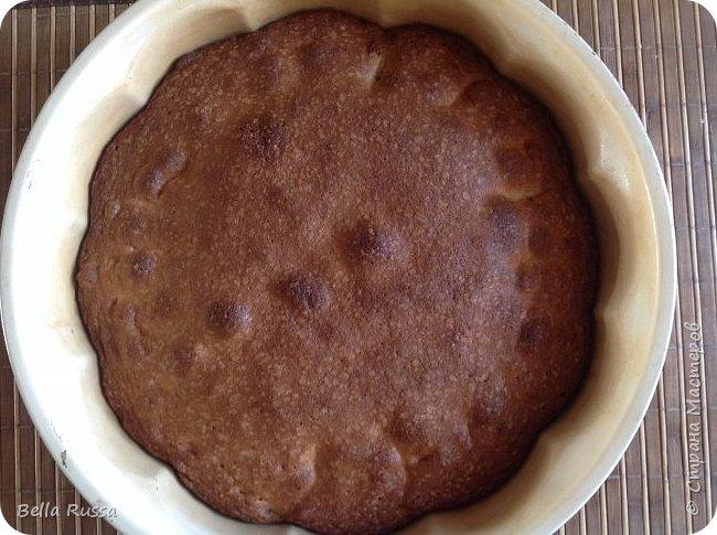 Здравствуйте, дорогие соседи!  Давно не угощала вас чем-нибудь вкусненьким. Исправляюсь.   Сегодня в меню ароматнейший и нежнейший пирог с грушами. Равно хорош этот пирог с персиками. В приготовлении очень прост и всегда удачен! фото 14