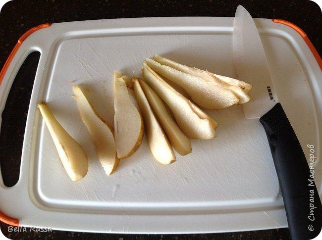 Здравствуйте, дорогие соседи!  Давно не угощала вас чем-нибудь вкусненьким. Исправляюсь.   Сегодня в меню ароматнейший и нежнейший пирог с грушами. Равно хорош этот пирог с персиками. В приготовлении очень прост и всегда удачен! фото 4