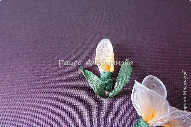 Маленькие цветочки. Понадобится: Органза(ширина 1см), шелковая или атласная лента( ширина 1см и 0,5см), нитки. фото 8