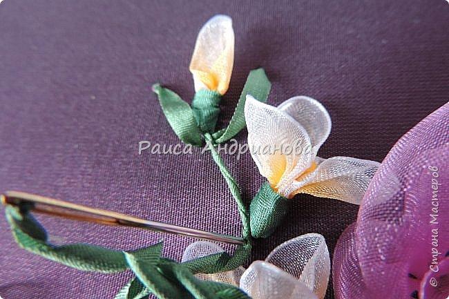 Маленькие цветочки. Понадобится: Органза(ширина 1см), шелковая или атласная лента( ширина 1см и 0,5см), нитки. фото 9