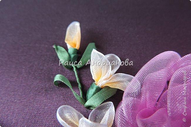 Маленькие цветочки. Понадобится: Органза(ширина 1см), шелковая или атласная лента( ширина 1см и 0,5см), нитки. фото 10