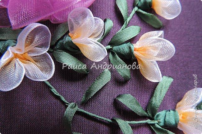 Маленькие цветочки. Понадобится: Органза(ширина 1см), шелковая или атласная лента( ширина 1см и 0,5см), нитки. фото 1