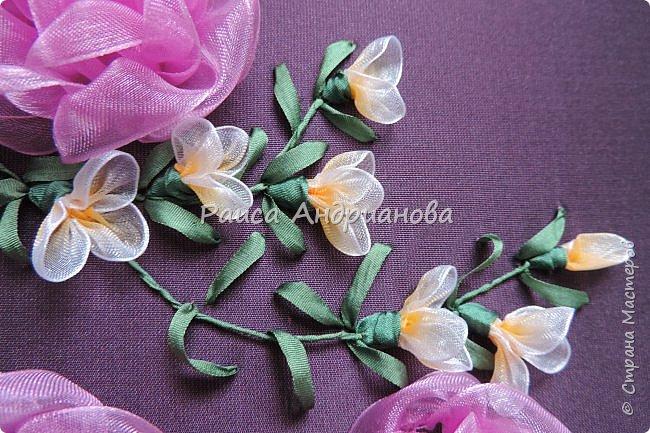 Маленькие цветочки. Понадобится: Органза(ширина 1см), шелковая или атласная лента( ширина 1см и 0,5см), нитки. фото 12
