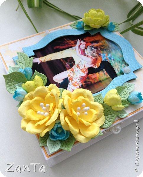 Привет, привет, привет! Всем, всем, всем!!!))) Что-то мне сегодня захотелось показать вам свою давнюю поделку - коробочку для украшений. Она именная, тк на крышечке фото её хозяйки) была сделана в подарок на день рождения.  фото 1