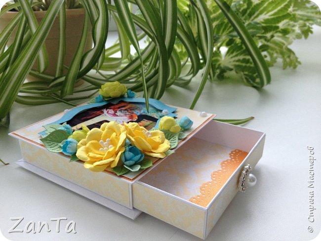 Привет, привет, привет! Всем, всем, всем!!!))) Что-то мне сегодня захотелось показать вам свою давнюю поделку - коробочку для украшений. Она именная, тк на крышечке фото её хозяйки) была сделана в подарок на день рождения.  фото 3