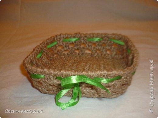 В подарок к 8 марта девочкам на работе связала корзиночки из шпагата... Идея давно в хотелках была http://stranamasterov.ru/node/193109?c=favorite_858 фото 3