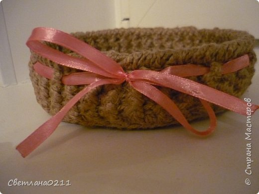 В подарок к 8 марта девочкам на работе связала корзиночки из шпагата... Идея давно в хотелках была http://stranamasterov.ru/node/193109?c=favorite_858 фото 5