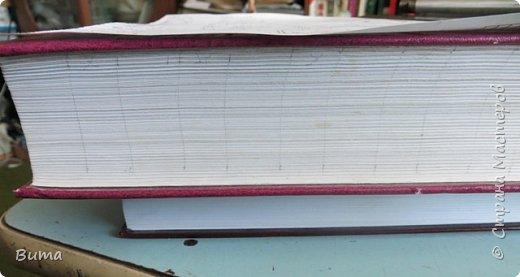 Поиск словаре в бумажном словаре-занятие муторное. Особенно когда обрез не размечен. Можно край обрезаеть лесенкой, как в телефонном справочнике. Но со временем лесенка обтрепывается и закручивается. Кроме того нужна твердая рука, иначе лесенка выглядит неряшливо. фото 5
