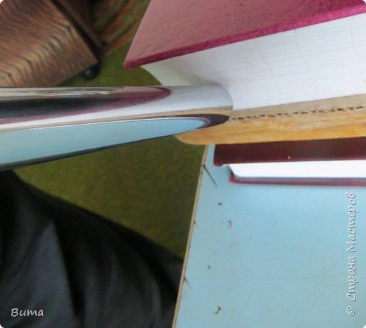 Поиск словаре в бумажном словаре-занятие муторное. Особенно когда обрез не размечен. Можно край обрезаеть лесенкой, как в телефонном справочнике. Но со временем лесенка обтрепывается и закручивается. Кроме того нужна твердая рука, иначе лесенка выглядит неряшливо. фото 8