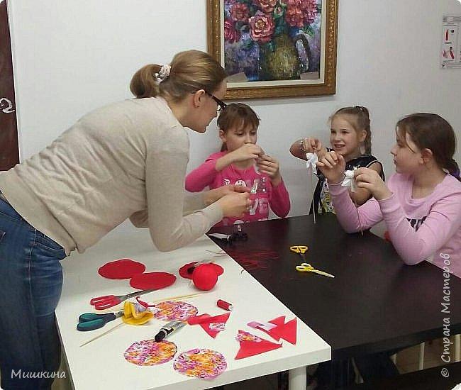 Доброго времени суток!  С масленницей!  Сегодня я провела первый МК для детей по народной кукле Хороводнице. Оххх, сложнл. А ведь всего было 3 девчонки))) фото 7