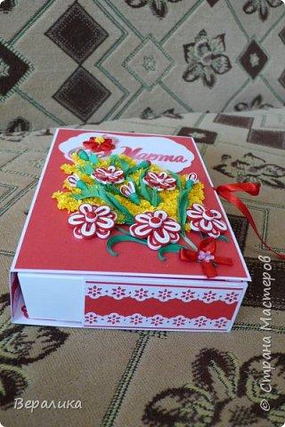 Сегодня  покажу вам, дорогие мастерицы и мастера, свою щоколадницу-конфетницу. Шоколадница- потому что сделана по типу шоколадницы, а конфетница- потому что сделана для коробочки конфет РАФАЭЛКА. Распечатка надписи  из интернета. Красно -белый фон коробочки выбран в тон коробочке конфет. фото 7