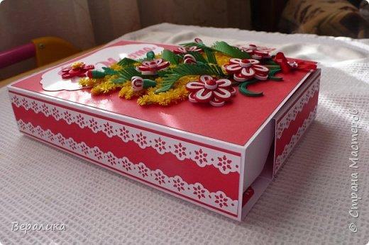 Сегодня  покажу вам, дорогие мастерицы и мастера, свою щоколадницу-конфетницу. Шоколадница- потому что сделана по типу шоколадницы, а конфетница- потому что сделана для коробочки конфет РАФАЭЛКА. Распечатка надписи  из интернета. Красно -белый фон коробочки выбран в тон коробочке конфет. фото 14