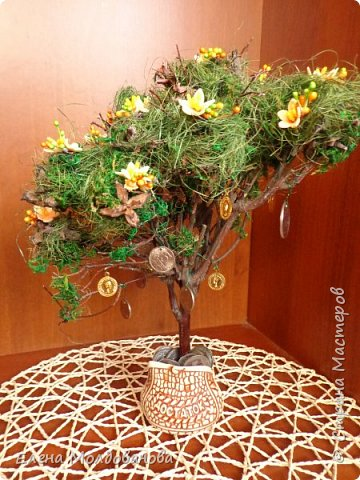 Дерево натуральное, зелень - туя, мох, сезаль, цветы - фом, монеты- настоящие (кроме 5 шт.). Размер дерева - 30 см. фото 2
