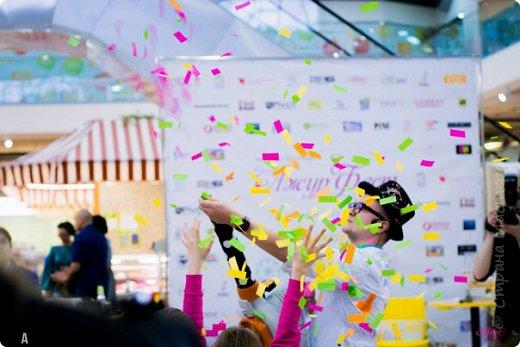 """салют, феечки! ура, я отстрелялась)))) прошла моя первая ярмарка. делов-то на копеечку, а сил и нервов ушло...)))) с 5-8 марта в Обнинске проходил женский фестиваль """"Ажурфест"""". в рамках фестиваля прошло 60 мастер-классов. йога, макияж, фламенко, цигун, аюрведа. фитнес-питание и много-много разных интересностей и полезностей для женщин и для детей) также в эти дни работала ярмарка обнинских мастеров. маленькая, но очень душевная компания творческих людей))) меня пригласили за месяц до мероприятия.  составила список необходимого и того что у меня есть)))) и поехали!))) нужно было сделать работы разной цены. подороже, средней и совсем не дорогое.  чтобы успеть все задуманное воплотить в жизнь и не провалить текущие заказы составила график. каждое утро ставила будильник на 7 утра и до 9, пока спит младшая, работала. следующая возможность поработать была только в обед, пока мелкая спит))) в общем, я не успела и половины того, что задумала. то болели по очереди, то еще какие-то дела не давали))) можно было бы поднапрячься. но я решила: пусть не много. но качественно. да?)))) да, и ни одного заказа я не провалила)))) тоже молодец)))  фото 24"""