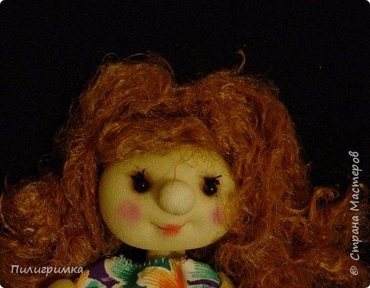 """Такие личики можно делать разным куколкам, особенно они подходят для попиков.  Для работы нужно: 1. колготки 2.синтепон 3.нитки, ножницы, иглы 4.бусинки для глаз 5.пряжа для волос 6.румяна и тени для макияжа, или художественная пастель """"Сонет""""  фото 22"""