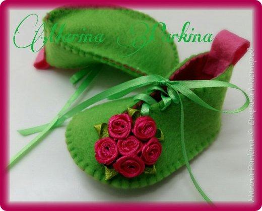 Хочу сегодня поделиться маленькой обувью Сделала пинетки из фетра для малышей. Осталась очень довольна своей работой. До сих пор не налюбуюсь)))  Надеюсь и вам понравится фото 2