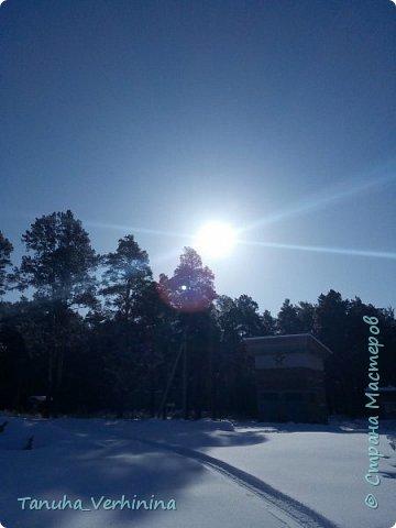 Здравствуйте! Сегодня я хочу поделиться с вами зимними фотографиями, которые были сделаны в конце февраля или начале марта.  Белая береза Под моим окном Принакрылась снегом, Точно серебром.  На пушистых ветках Снежною каймой Распустились кисти Белой бахромой.  И стоит береза В сонной тишине, И горят снежинки В золотом огне.  А заря, лениво Обходя кругом, обсыпает ветки Новым серебром.                                        (Есенин С.) фото 10