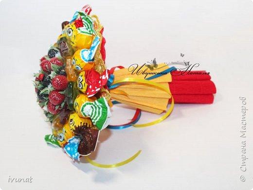 Просили сделать какой-нибудь букетик -  недорогой, небольшой и без шоколада для девочки 2-х лет. Родился вот такой красочный букетик ))) фото 2