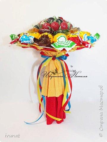 Просили сделать какой-нибудь букетик -  недорогой, небольшой и без шоколада для девочки 2-х лет. Родился вот такой красочный букетик ))) фото 4