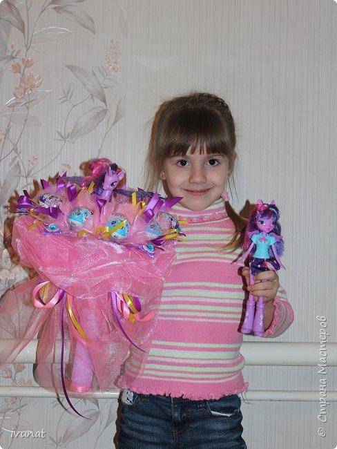Букет с киндер сюрпризами и и игрушкой. фото 8