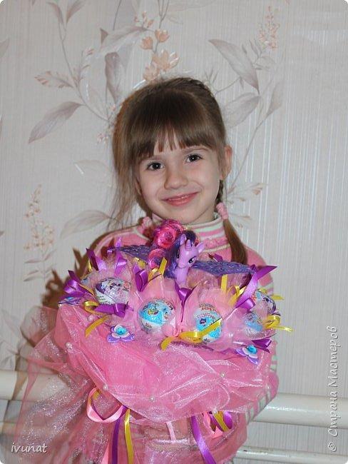 Букет с киндер сюрпризами и и игрушкой. фото 7