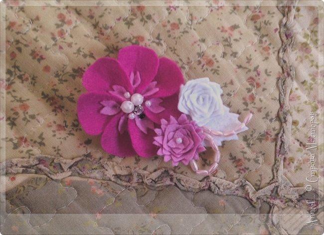 Ещё одна нежная фетровая брошь с цветами стала результатом сегодняшних моих стараний. фото 1
