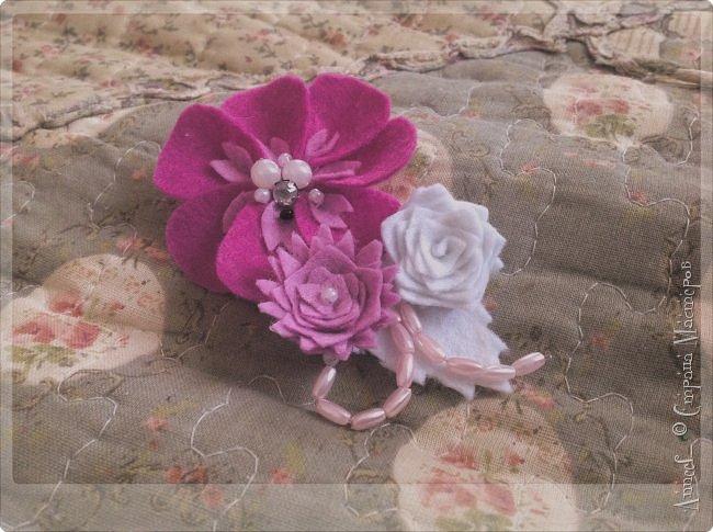 Ещё одна нежная фетровая брошь с цветами стала результатом сегодняшних моих стараний. фото 3