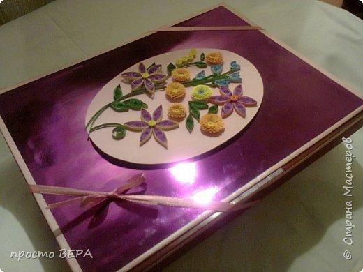 """Коробка """"Шоколадный сюрприз"""" была сделана в подарок друзьям, я выбрала украшение  квилингом. Все решила сделать скромно, без излишеств. фото 1"""