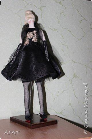 Добрый вечер!!! С весенним днем, с праздником 8 марта, поздравляю всех мастериц ! Желаю крепкого здоровья, творческих идей и успехов!!!  Представляю  свою новою работу - куклу Тильдочку.  На этот раз она у меня - блондинка в черном платье. фото 14