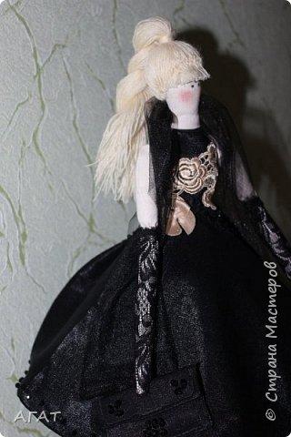 Добрый вечер!!! С весенним днем, с праздником 8 марта, поздравляю всех мастериц ! Желаю крепкого здоровья, творческих идей и успехов!!!  Представляю  свою новою работу - куклу Тильдочку.  На этот раз она у меня - блондинка в черном платье. фото 9