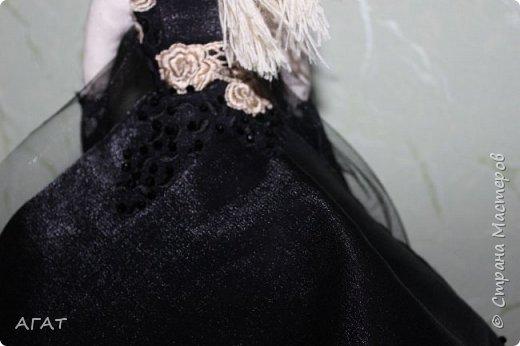 Добрый вечер!!! С весенним днем, с праздником 8 марта, поздравляю всех мастериц ! Желаю крепкого здоровья, творческих идей и успехов!!!  Представляю  свою новою работу - куклу Тильдочку.  На этот раз она у меня - блондинка в черном платье. фото 12