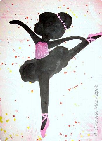 """К 8 марта в этом году рисовали вместо букетов, вот таких танцовщиц-балеринок. Идею увидела здесь:  Dancing Ballerinas Wall Art (шаблоны балеринок  можно найти, задав в поисковике """"шаблоны маленьких балеринок-танцовщиц""""). Предлагаю свои упрощенные вариации на эту тему, подбирала доступный материал для самостоятельной работы 5-ти леток. фото 10"""