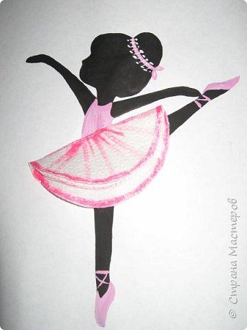 """К 8 марта в этом году рисовали вместо букетов, вот таких танцовщиц-балеринок. Идею увидела здесь:  Dancing Ballerinas Wall Art (шаблоны балеринок  можно найти, задав в поисковике """"шаблоны маленьких балеринок-танцовщиц""""). Предлагаю свои упрощенные вариации на эту тему, подбирала доступный материал для самостоятельной работы 5-ти леток. фото 21"""