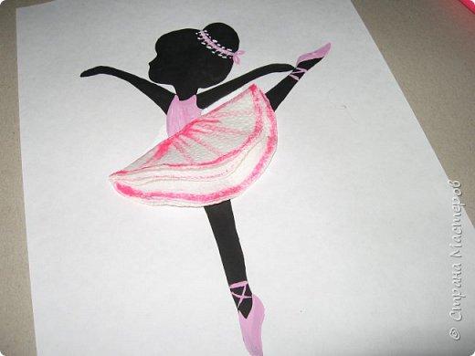 """К 8 марта в этом году рисовали вместо букетов, вот таких танцовщиц-балеринок. Идею увидела здесь:  Dancing Ballerinas Wall Art (шаблоны балеринок  можно найти, задав в поисковике """"шаблоны маленьких балеринок-танцовщиц""""). Предлагаю свои упрощенные вариации на эту тему, подбирала доступный материал для самостоятельной работы 5-ти леток. фото 25"""
