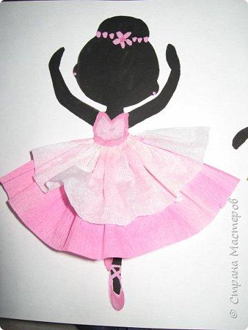 """К 8 марта в этом году рисовали вместо букетов, вот таких танцовщиц-балеринок. Идею увидела здесь:  Dancing Ballerinas Wall Art (шаблоны балеринок  можно найти, задав в поисковике """"шаблоны маленьких балеринок-танцовщиц""""). Предлагаю свои упрощенные вариации на эту тему, подбирала доступный материал для самостоятельной работы 5-ти леток. фото 11"""