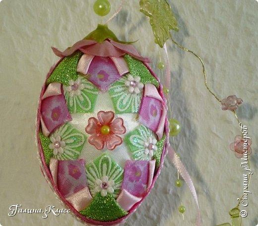 Купила я себе новые часы, и они вдохновили меня на создание весенней композиции - сотворила один шарик и два пасхальных яйца. фото 9