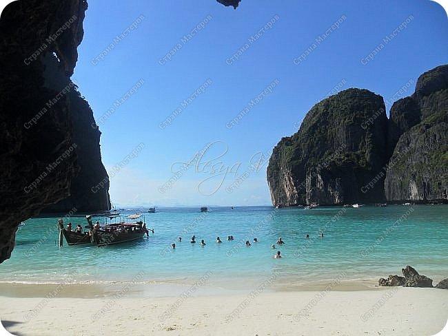 Здравствуйте! Предлагаю вам окунуться в атмосферу экзотики, вечного лета  и улыбок ! Да, это  Таиланд. А место, где мы насладимся отдыхом - о.Пхукет, его западное побережье , - уютные и относительно чистые заливы и пляжи Патонга.  Для нас отдых - прежде всего познавательные экскурсии и  наслаждение природой.    Андаманское море, Индийский океан...Добро пожаловать на нашу маленькую экскурсию! фото 21