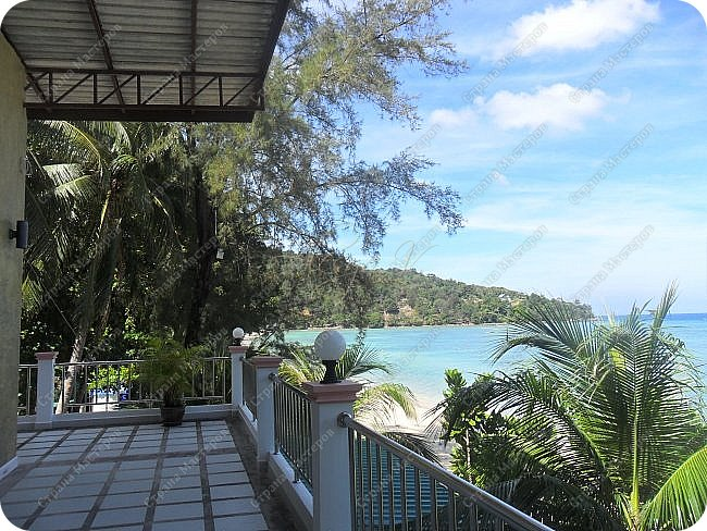 Здравствуйте! Предлагаю вам окунуться в атмосферу экзотики, вечного лета  и улыбок ! Да, это  Таиланд. А место, где мы насладимся отдыхом - о.Пхукет, его западное побережье , - уютные и относительно чистые заливы и пляжи Патонга.  Для нас отдых - прежде всего познавательные экскурсии и  наслаждение природой.    Андаманское море, Индийский океан...Добро пожаловать на нашу маленькую экскурсию! фото 24
