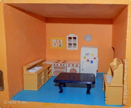 Вот такой кукольный домик для свинки Пеппа я сделала для своей дочери. Размер домика 60*20*60 см. фото 12