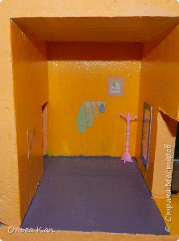 Вот такой кукольный домик для свинки Пеппа я сделала для своей дочери. Размер домика 60*20*60 см. фото 13