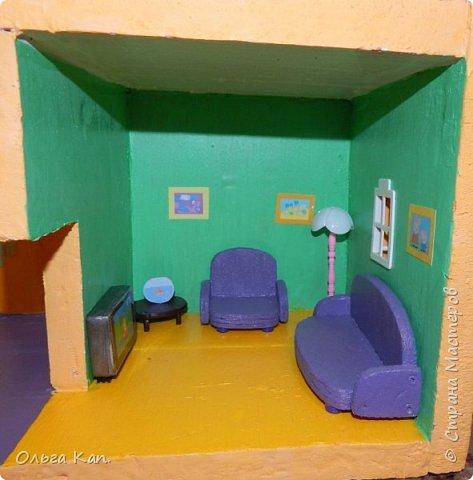 Вот такой кукольный домик для свинки Пеппа я сделала для своей дочери. Размер домика 60*20*60 см. фото 14
