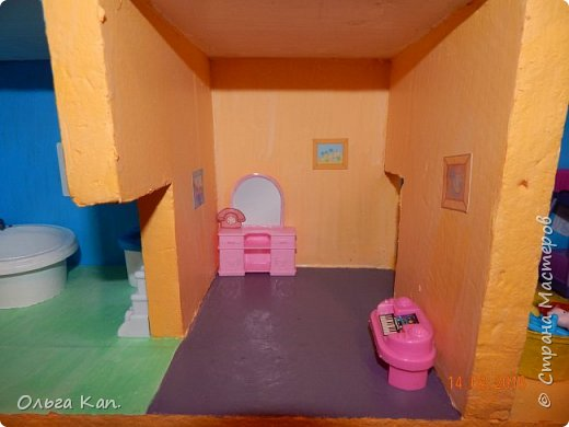 Вот такой кукольный домик для свинки Пеппа я сделала для своей дочери. Размер домика 60*20*60 см. фото 10