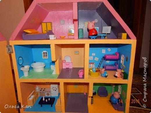 Вот такой кукольный домик для свинки Пеппа я сделала для своей дочери. Размер домика 60*20*60 см. фото 1