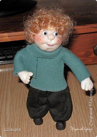 Интерьерная кукла-мальчик. Рост 19 см. На проволочном каркасе. Самостоятельно стоит. Ручки, ножки гнутся.   фото 1