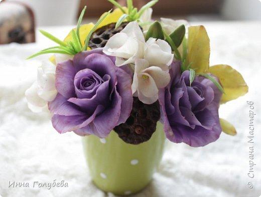 Лавандовые розы из холодного фарфора. фото 1
