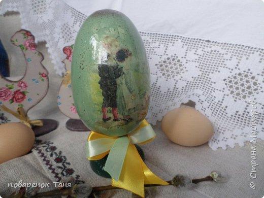 Здравствуйте. Спасибо, что зашли на страничку)))) Начала потихоньку готовиться к Пасхе. Вот такие яйца видела на просторах инета. Ну очень они мне понравились! Решила и сама попробовать. Конечно, первый блин комом(((  Но всё по порядку. Итак, первое и почему-то самое удачное, на мой взгляд, яйцо с прелестной девчушкой. фото 7