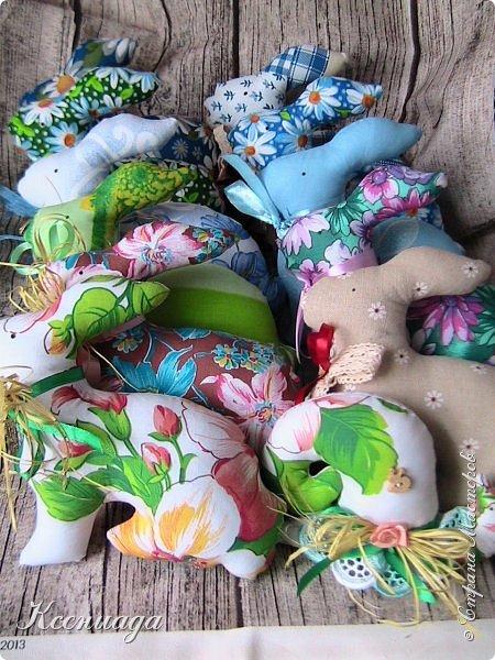 Здравствуйте, мои дорогие соседи!!! Поздравляю всех с прошедшими праздниками!!! Счастья, здоровья, удачи и вдохновения!!!   В этом году решила что кролики, будут солнечными зайчиками!!! Так мне нашего южного солнышка не хватает на этом суровом севере! Приходится компенсировать!!! фото 1